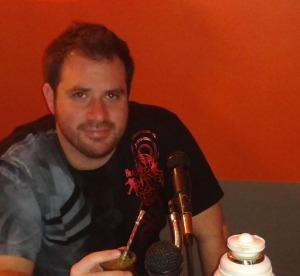 Pepe Valdés tomando yerba mate en Tijuana